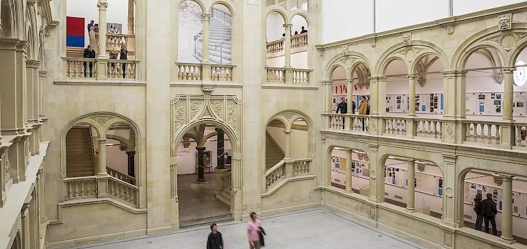 Der Lichthof ist eines der architektonischen Highlights im LWL Museum für Kunst und Kultur Münster