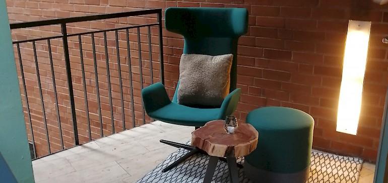 In jeder Ecke gibt es kleine, stilvolle Lounge-Bereiche, wo sich der Gast zurückziehen kann.