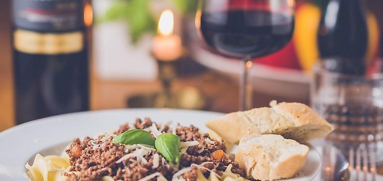 Rotwein und Pasta passen hervorragend zusammen