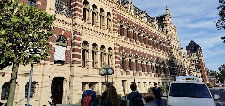 Alte Fassaden wurden beim Umbau stehen gelassen