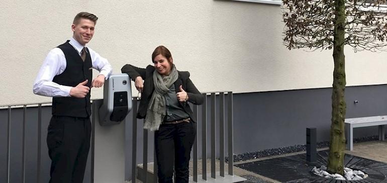 Seit März 2017 gibt es für Hotelgäste eine E-Tankstelle auf dem Parkplatz