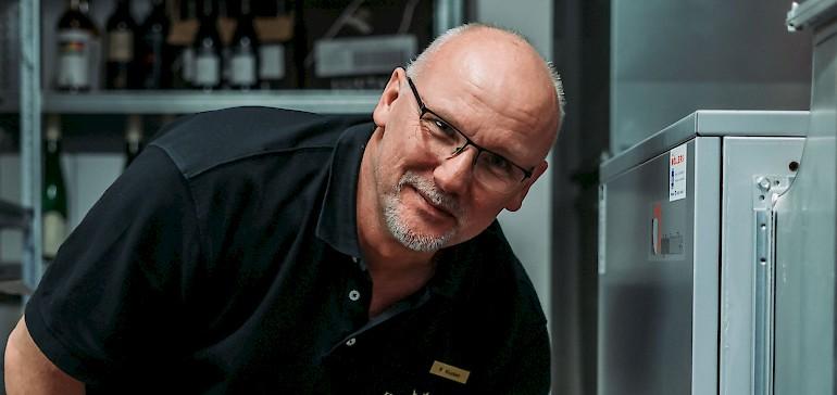Unser Haustechniker Ralf Klucken wartet regelmäßig die Anlagen.