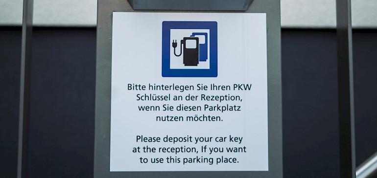 E-Fahrzeuge müssen dem Personal aus Sicherheitsgründen gemeldet werden.