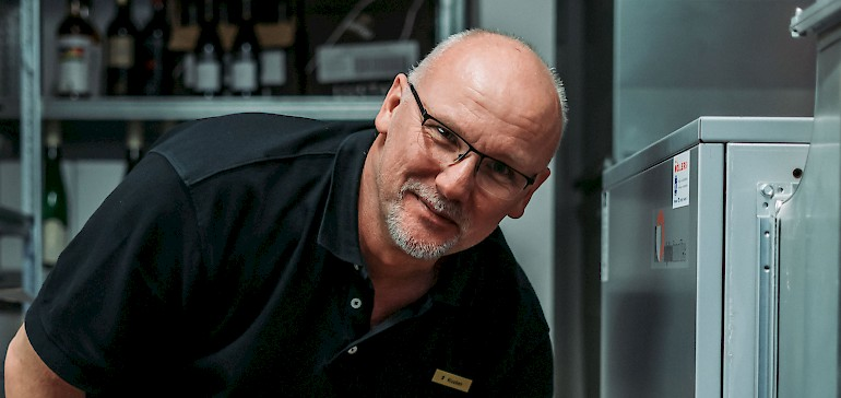 Haustechniker Ralf Klucken wartet regelmäßig alle Anlagen.